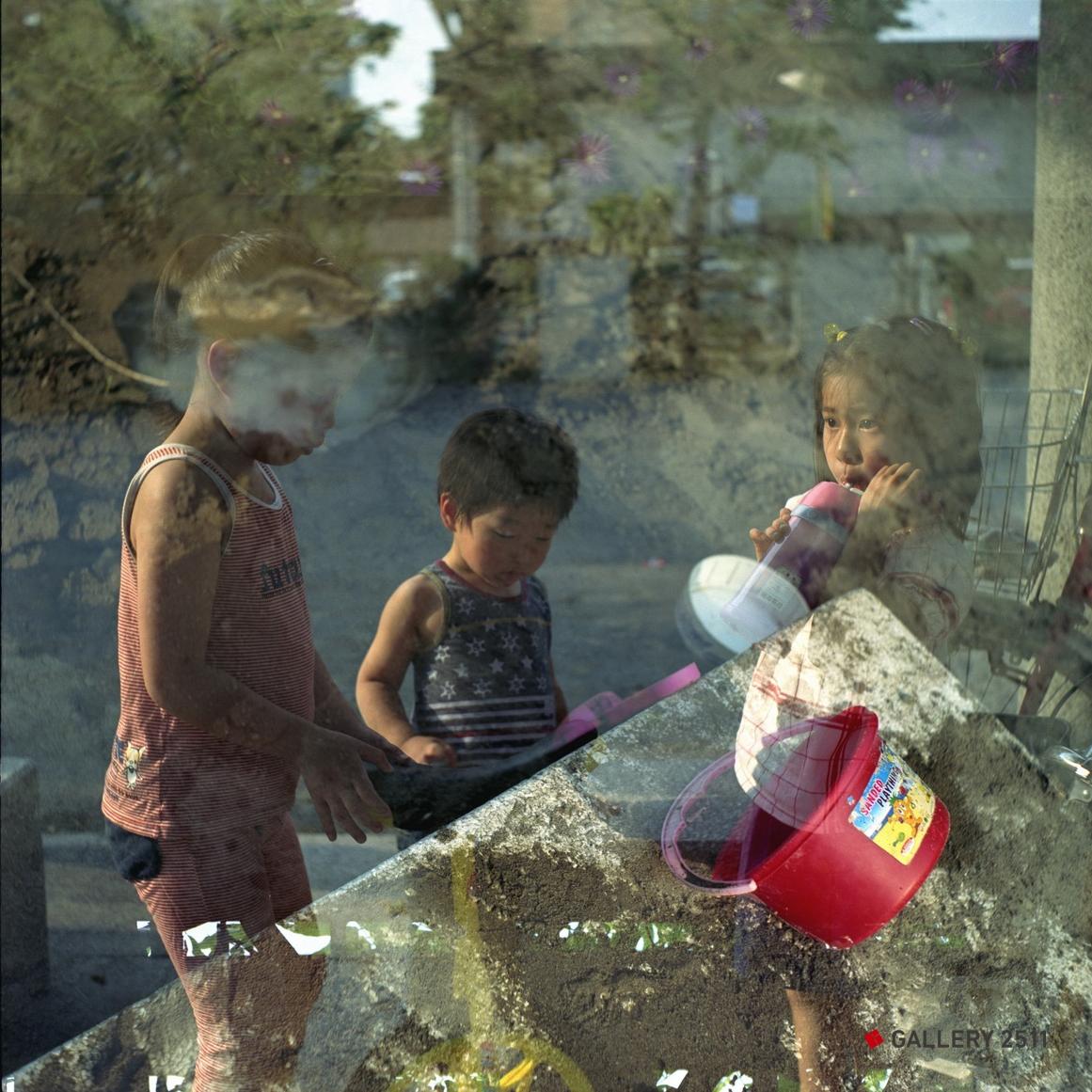 No.134 -「모래터와 세 아이」 2006 Camera:海鴎 4B