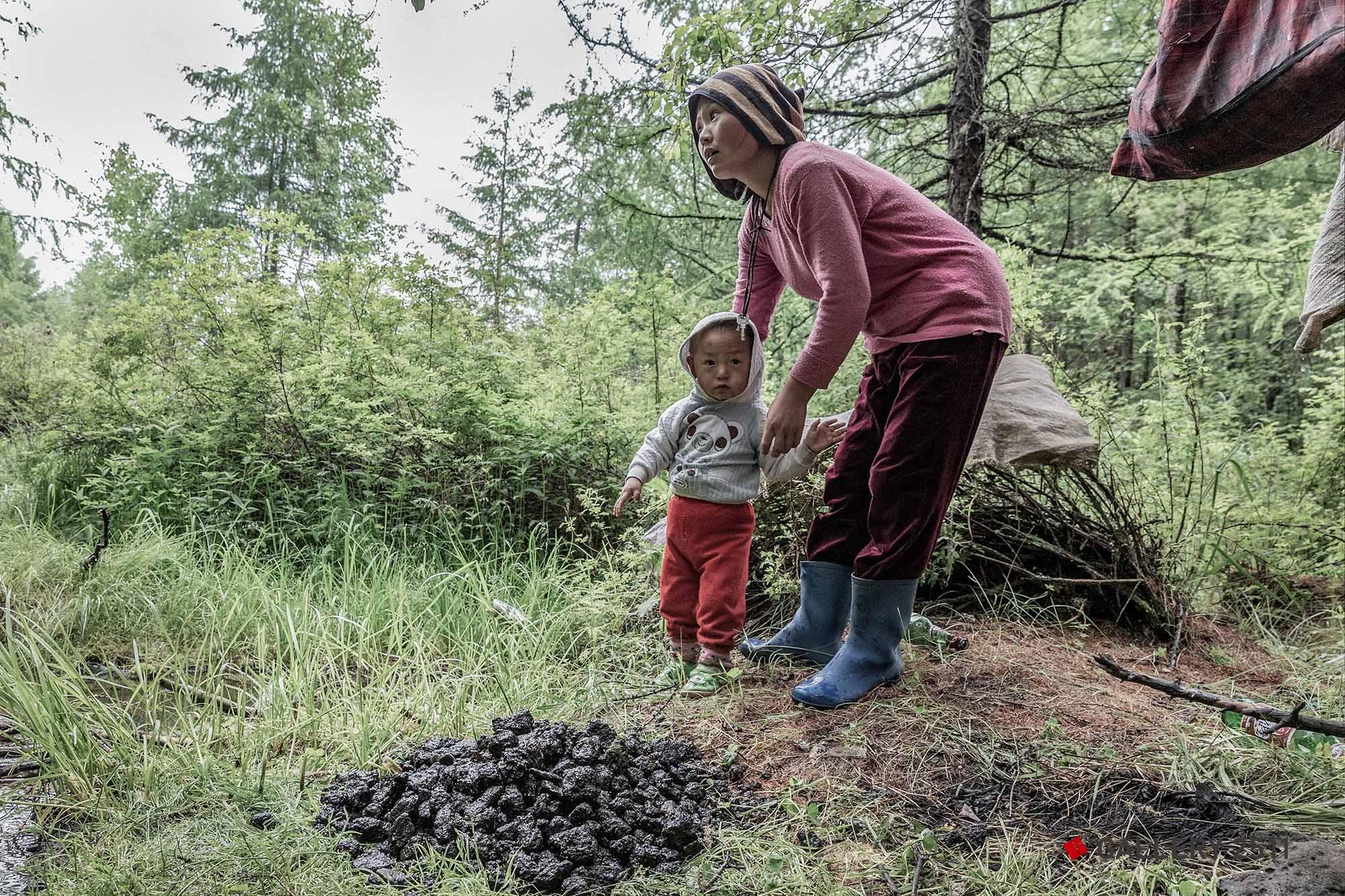 10.Women taking care of children 2016/06