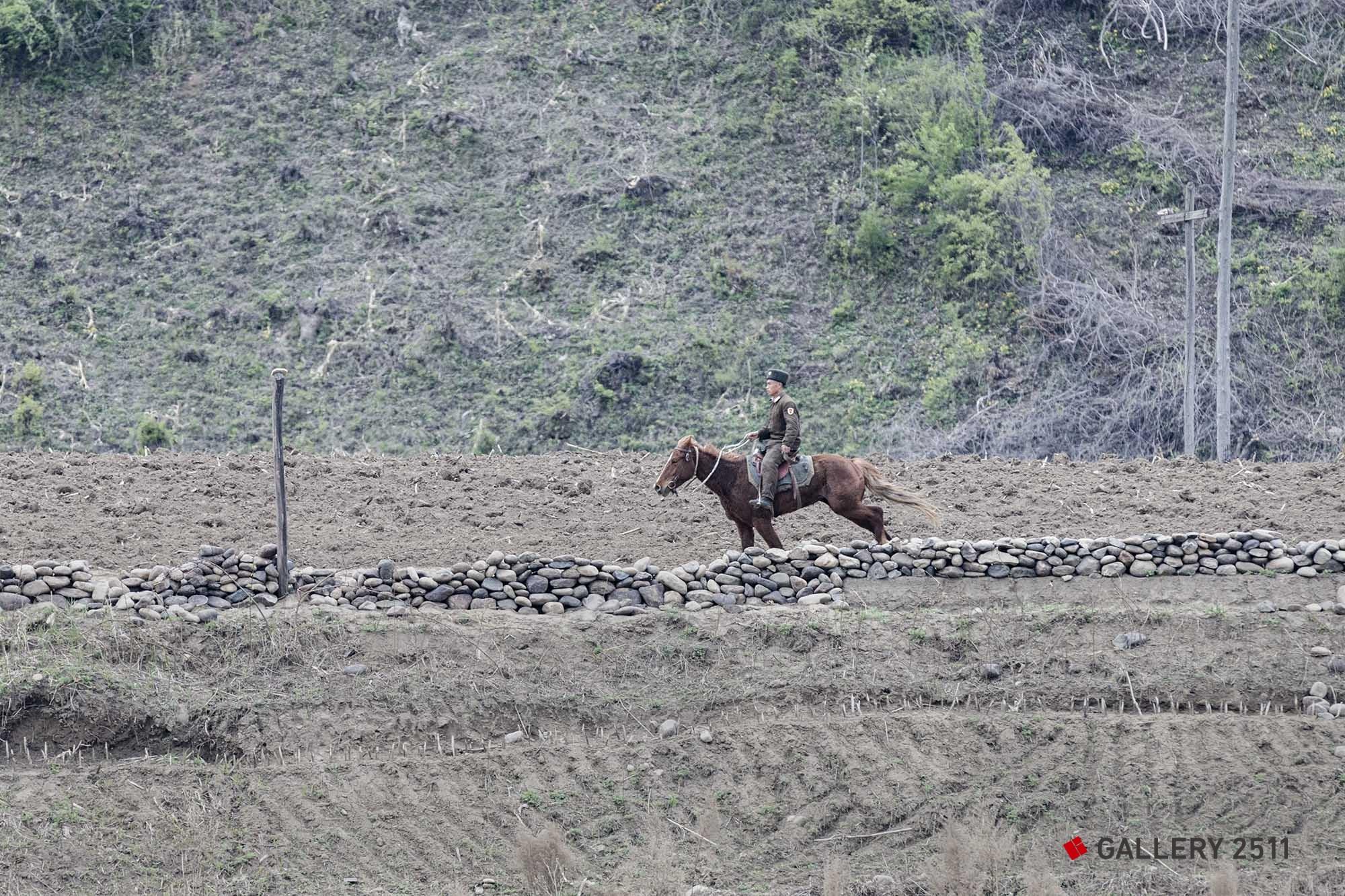 18.말을 탄 모습의 순찰 병 2015/05
